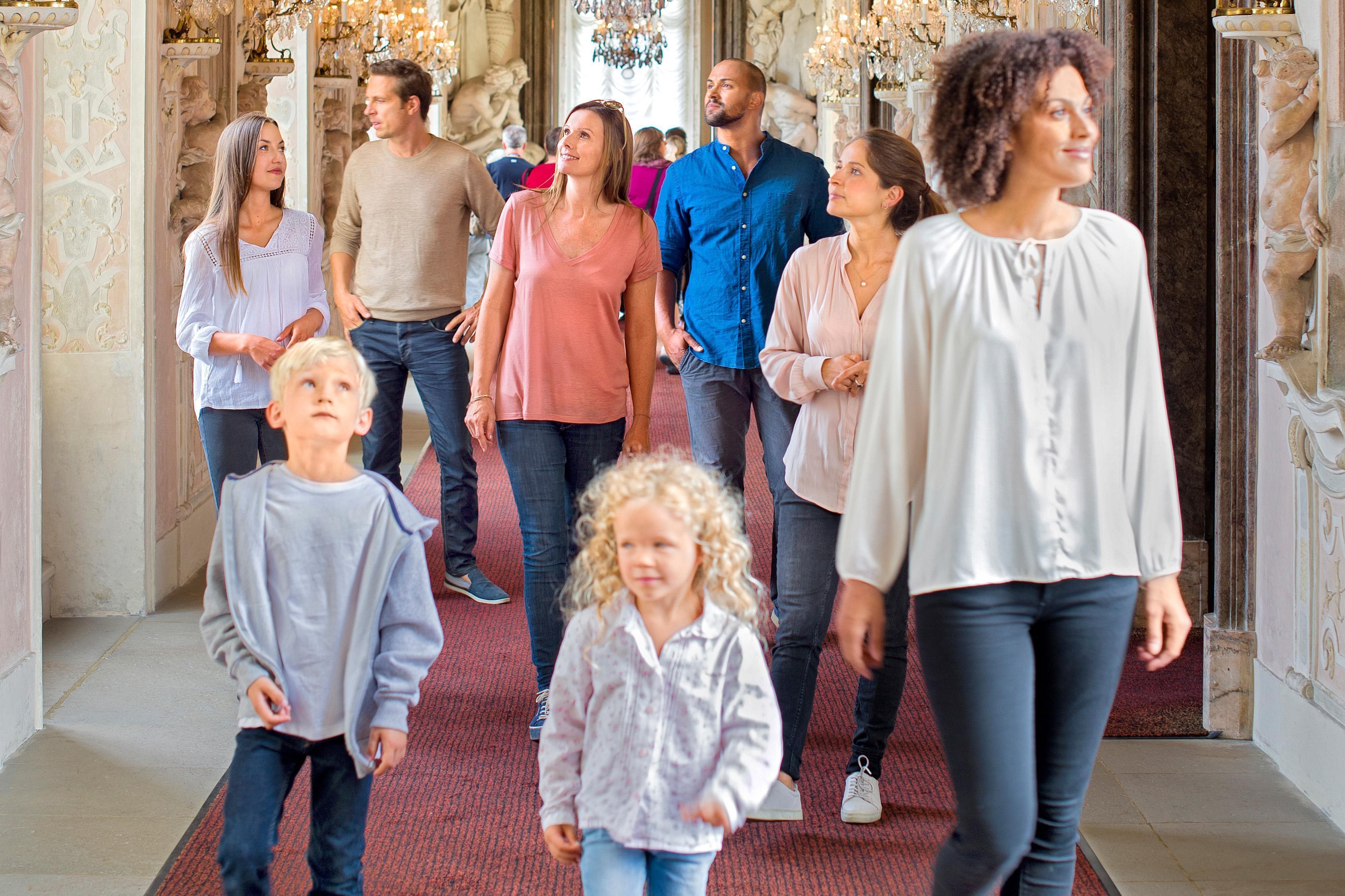 Besuchergruppe im Residenzschloss Ludwigsburg