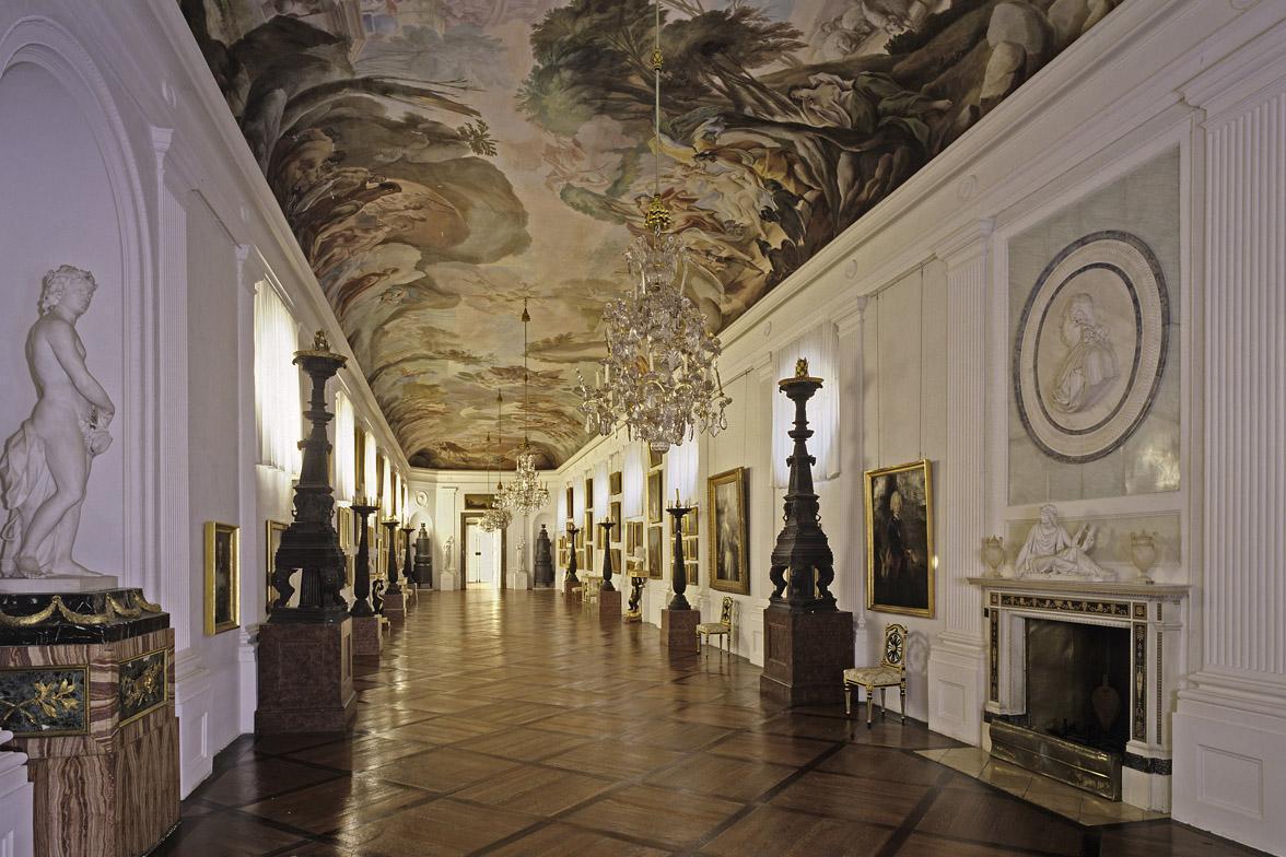 Bildergalerie im Residenzschloss Ludwigsburg mit einem Deckengemälde von Pietro Scotti