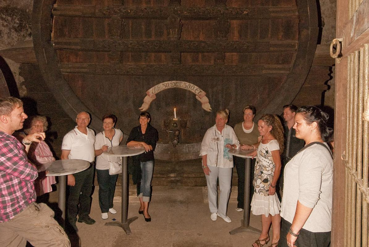 Visitors in the barrel cellar under the gaming pavilion at Ludwigsburg Residential Palace. Image: Staatliche Schlösser und Gärten Baden-Württemberg, Ludwigsburg local administration