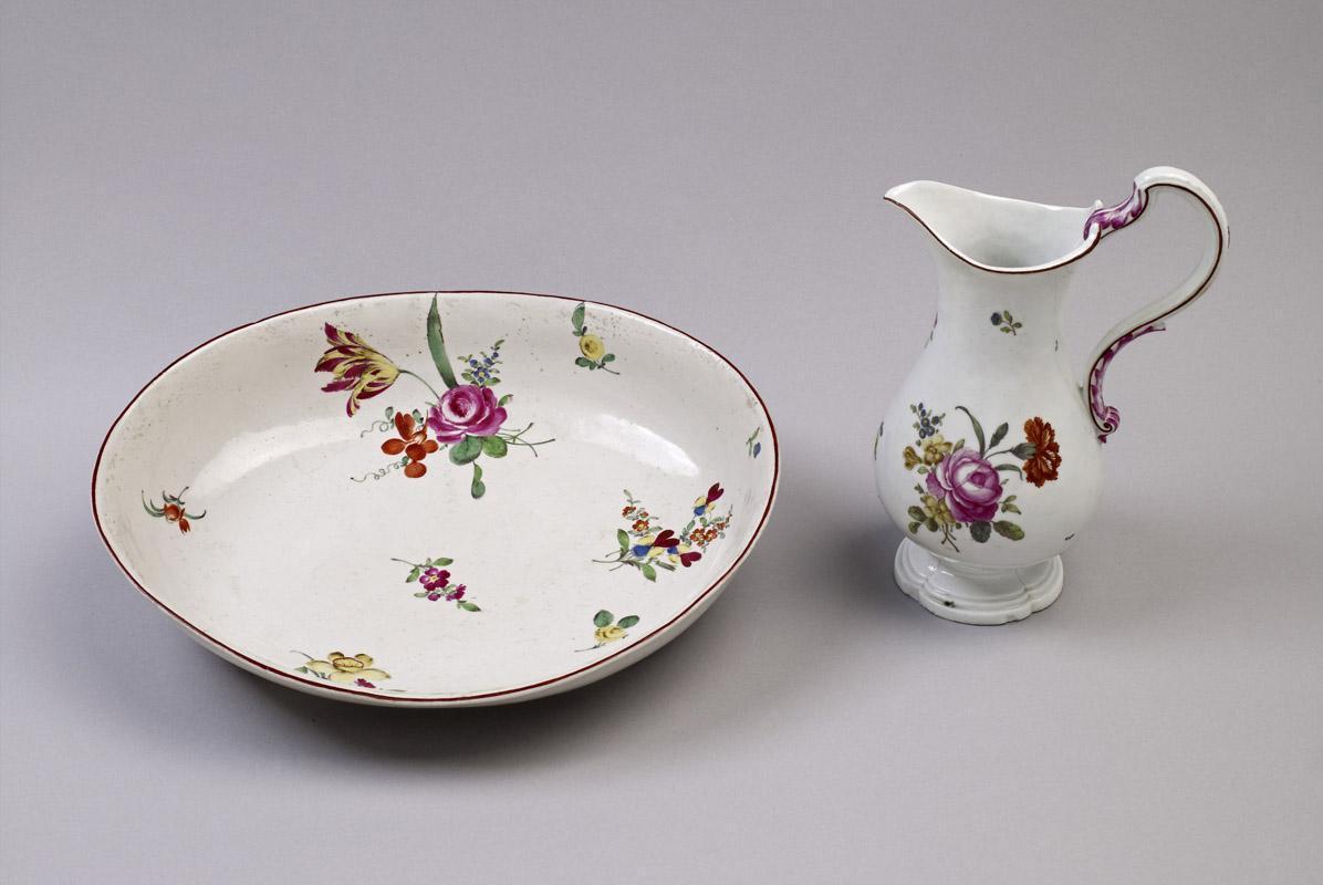 Waschschüssel mit Kanne aus Ludwigsburger Porzellan, um 1750