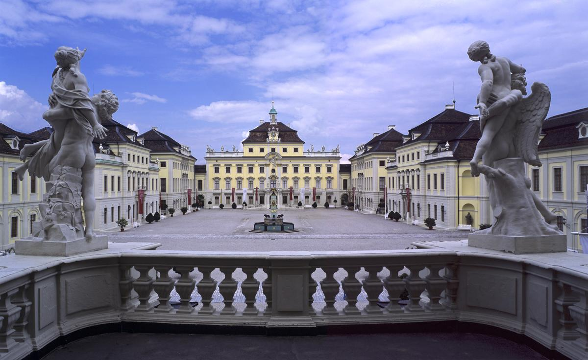 View from the new to the old central building. Image: Staatliche Schlösser und Gärten Baden-Württemberg, Ralf Cohen