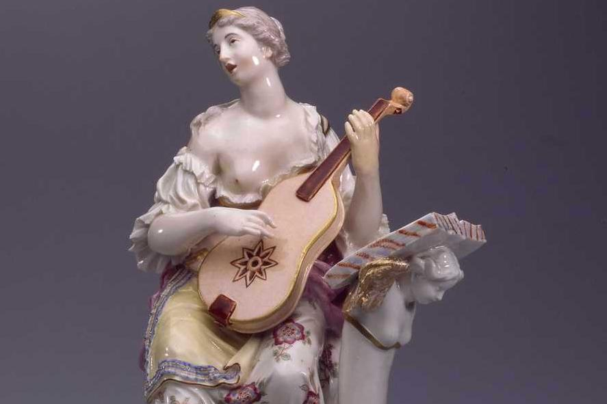 Gitarrenspielerin aus Porzellan; Foto: Landesmuseum Württemberg