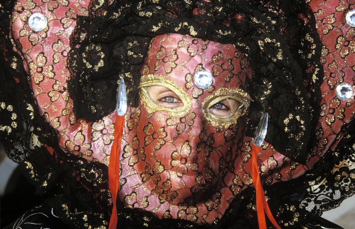 Venetian mask at a carnival in Venice. Image: Landesmedienzentrum Baden-Württemberg, Omar Balliali