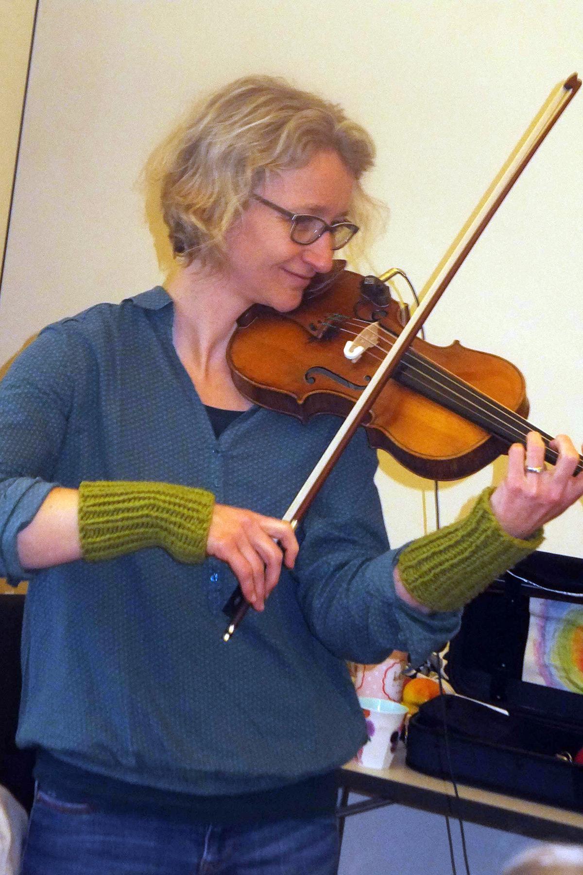 Stefanie Munke (Violine); Foto: Dr. Eva Maria Schneider-Gärtner
