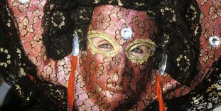 Venezianische Maske beim Karneval in Venedig.