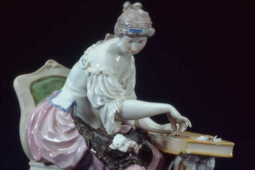 Porcelain woman playing the clavichord. Image: Landesmuseum Württemberg