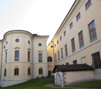Eingang zum Fasskeller im Grufthof von außen; Foto: Staatliche Schlösser und Gärten Baden-Württemberg, Ortsverwaltung Ludwigsburg