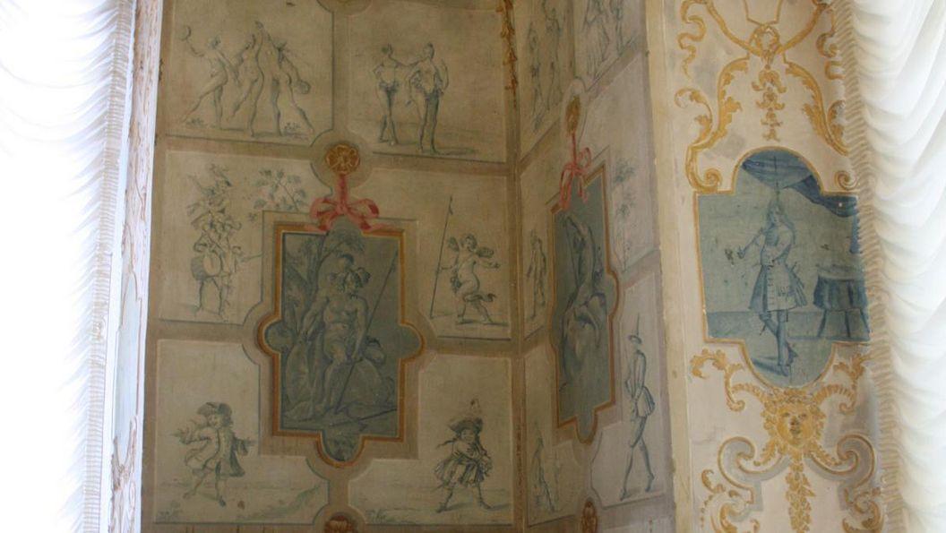 Décoration murale avec imitation de carreaux de Delft dans le pavillon des jeux du château résidentiel de Ludwigsbourg; crédit photo: Staatliche Schlösser und Gärten Baden-Württemberg, auteur inconnu