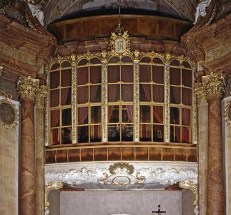 The duke's box in the palace chapel at Ludwigsburg Residential Palace. Image: Landesmedienzentrum Baden-Württemberg, Dieter Jäger