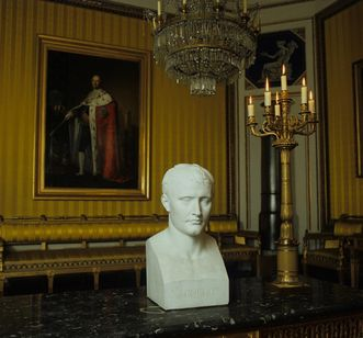 Biscuit porcelain bust of Napoleon in the new central building at Ludwigsburg Residential Palace, circa 1810. Image: Landesmedienzentrum Baden-Württemberg, Sven Grenzemann