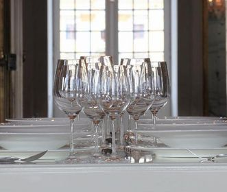 A modern banquette table at the palace. Image: Staatliche Schlösser und Gärten Baden-Württemberg, Nowodworski