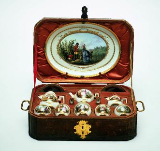 Ceramics museum at Ludwigsburg, travel breakfast set, 1788. Image: Landesmuseum Württemberg, Hendrik Zwietasch and Peter Frankenstein