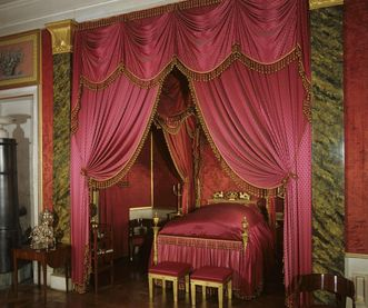 Bed in Queen Charlotte Mathilde's bedroom at Ludwigsburg Residential Palace. Image: Landesmedienzentrum Baden-Württemberg, Sven Grenzemann