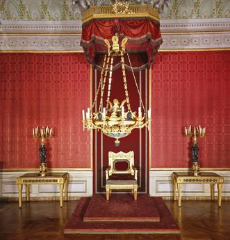Queen Charlotte Mathilde's throne in the audience chamber in her apartment at Ludwigsburg Residential Palace. Image: Landesmedienzentrum Baden-Württemberg, Dieter Jäger