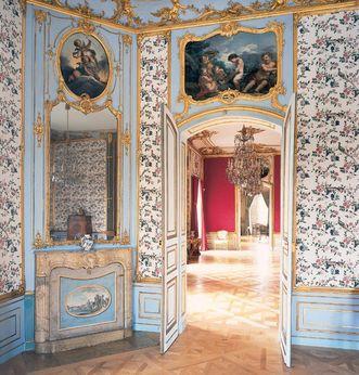 First cabinet in Carl Eugen's apartment at Ludwigsburg Residential Palace. Image: Staatliche Schlösser und Gärten Baden-Württemberg, Ludwigsburg local administration