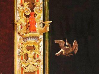Residenzschloss Ludwigsburg, Exotischer Vogel mit Figur