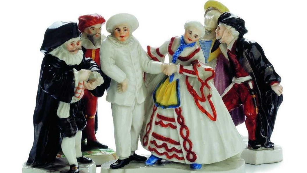 "Group of figures from the ""Venetian Fair"" made of Ludwigsburg porcelain, ceramics museum at Ludwigsburg Residential Palace. Image: Landesmuseum Württemberg"