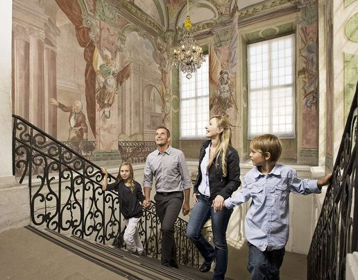 Ludwigsburg Palace, Visitors on the staircase