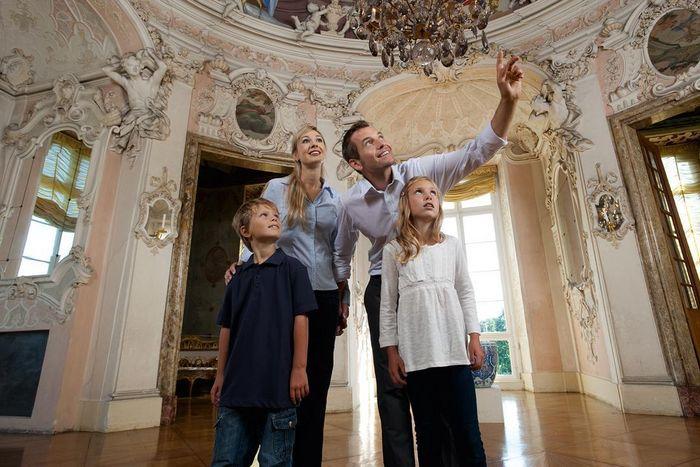 Visiteur au pavillon des jeux du château résidentiel de Ludwigsbourg