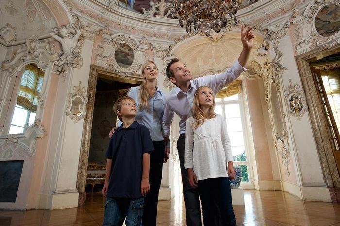 Besucher im Spielpavillon des Residenzschlosses Ludwigsburg