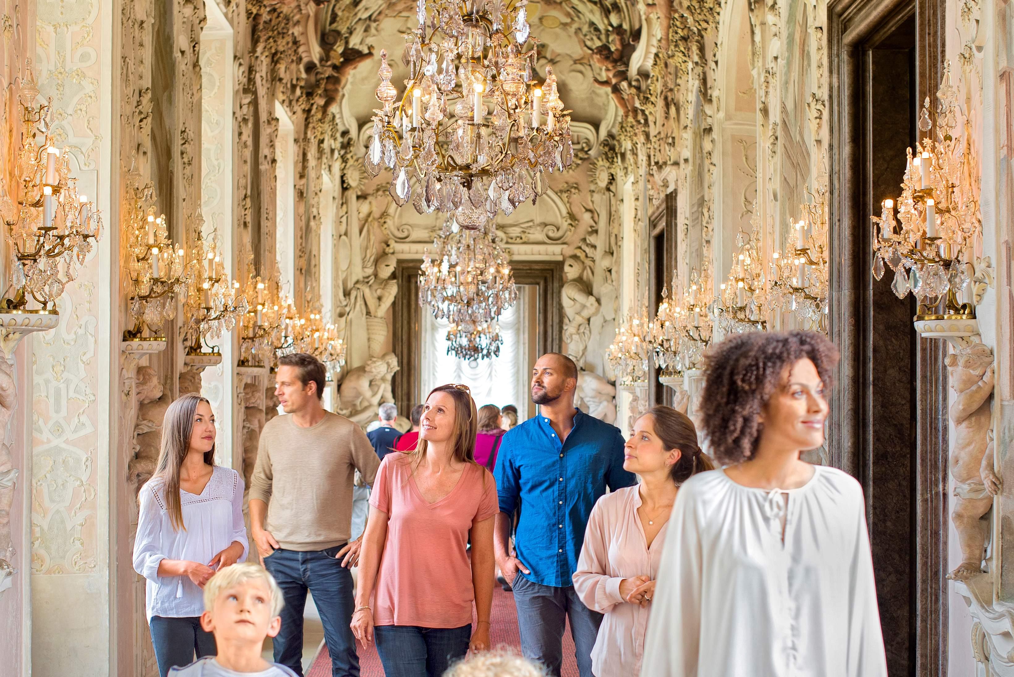 Besucher in Residenzschloss Ludwigsburg
